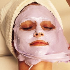 Нанесення силіконової маски на обличчя
