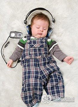 Почему месячный ребенок мало спит днем