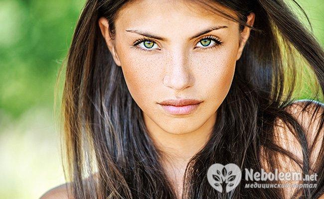 Фото макияжа с темными волосами и зелеными глазами