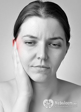 Болит ухо и температура - симптомы отита