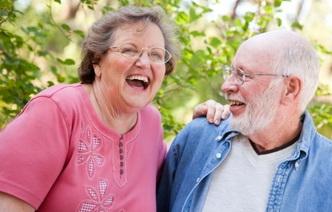Почему женщины живут дольше мужчин: 5 причин относительного долголетия