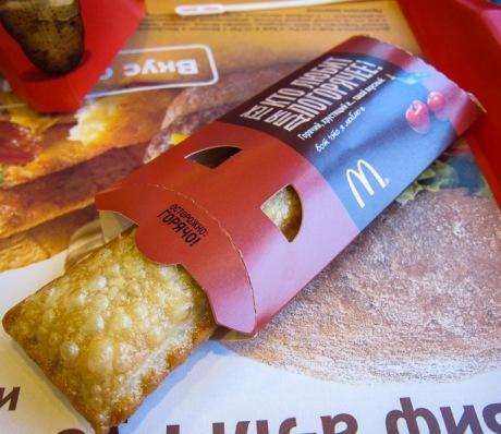 Пирожок с вишней McDonalds