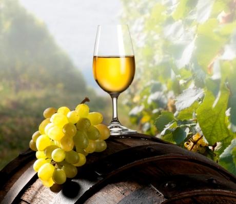 Вино белое полусладкое