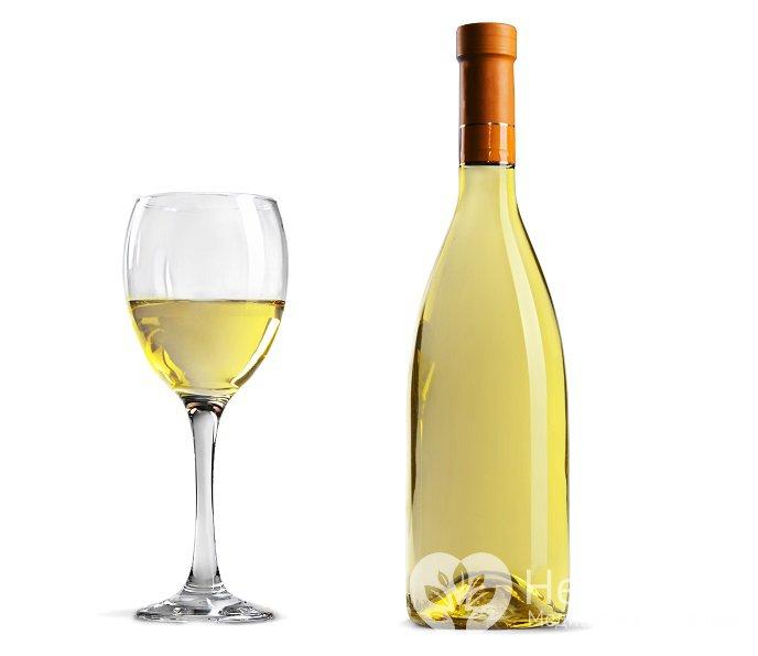 Можно ли пить белое вино при давлении: повышает или ...