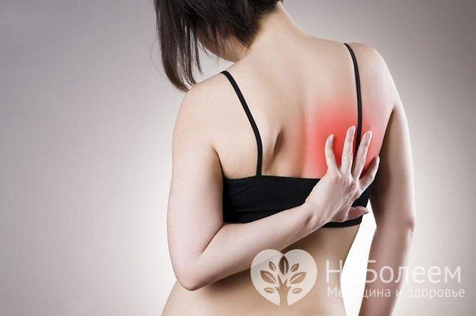 При идиопатическом фиброзирующем альвеолите пациенты предъявляют жалобы на боли под лопаткой
