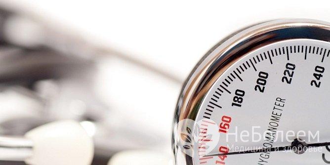 До приезда скорой помощи нужно измерить артериальное давление несколько раз