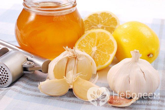 Мед с лимоном и чесноком способствует очищению сосудов, повышению их эластичности