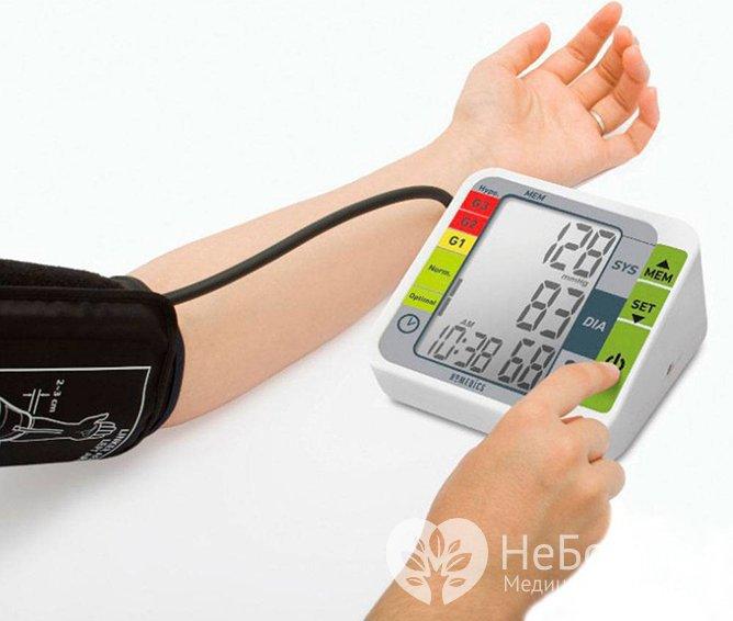Периодически измерять свое артериальное давление необходимо всем